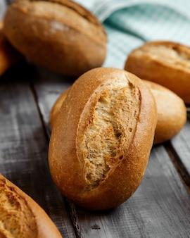 Pão de trigo branco na mesa