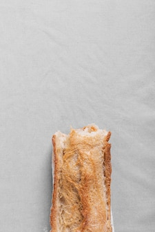 Pão delicioso no fundo branco