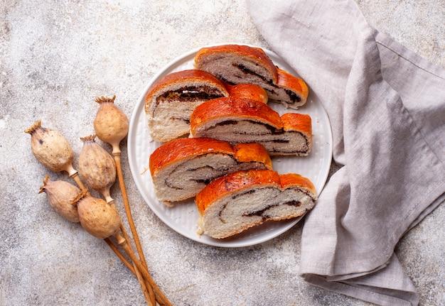 Pão doce com sementes de papoula