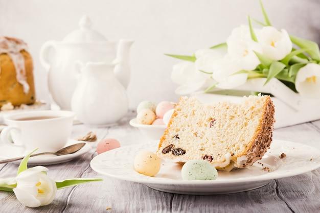 Pão doce ortodoxo de páscoa