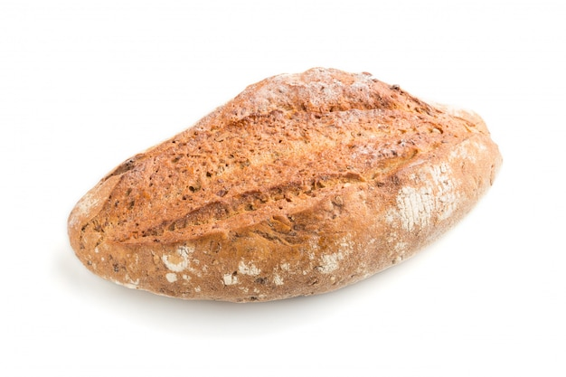 Pão dourado caseiro fresco com as sementes diferentes isoladas no fundo branco. vista lateral.