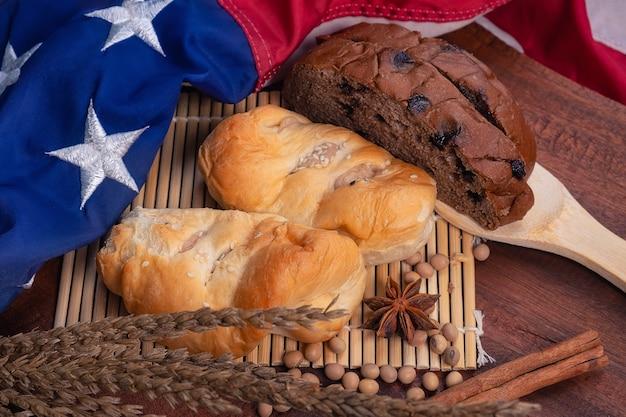 Pão e bandeira americana