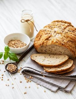 Pão e copo de leite