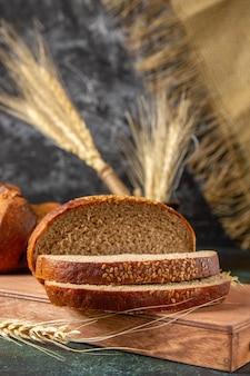 Pão fresco de vista frontal