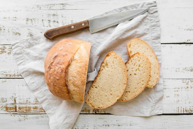 Pão fresco fatiado