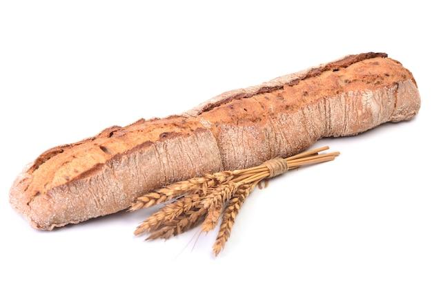 Pão fresco isolado no fundo branco