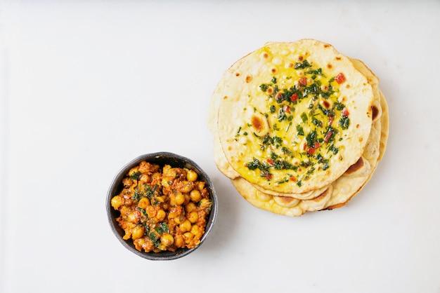 Pão indiano tradicional tradicional chapati com channa masala