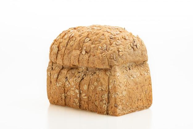 Pão integral fatiado em branco