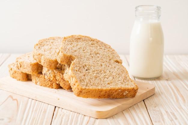 Pão integral fatiado