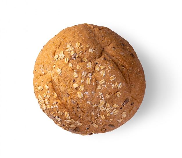 Pão integral isolado no fundo branco. vista do topo