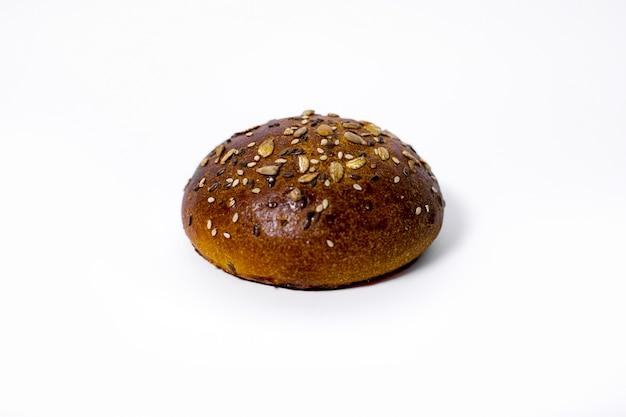 Pão isolado em fundo branco