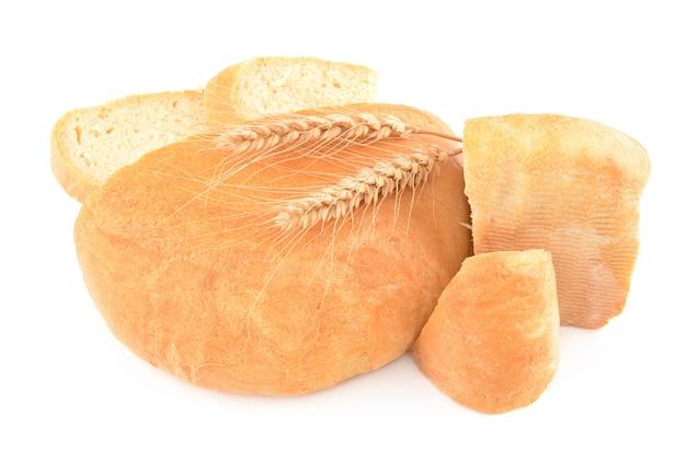 Pão isolado no branco