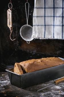 Pão na bandeja de pão