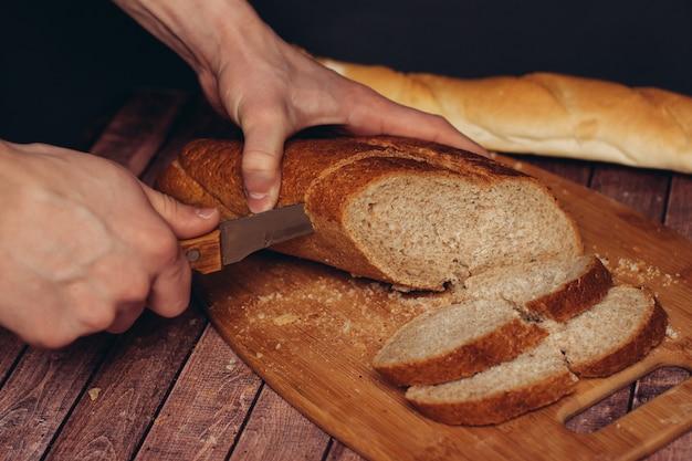 Pão na mesa da cozinha