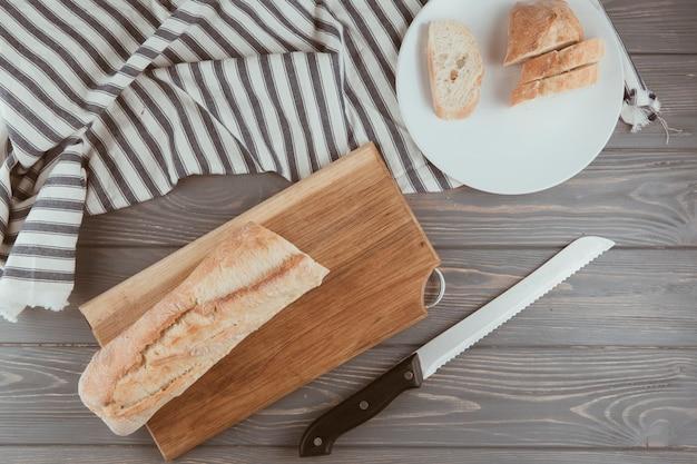 Pão pão em uma mesa de madeira