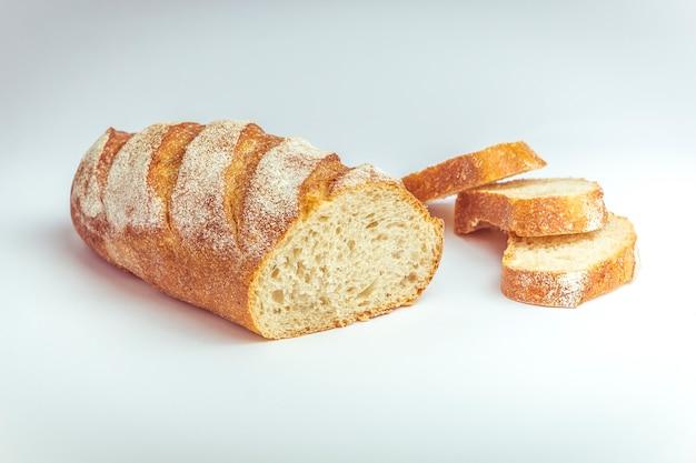Pão picado em pedaços