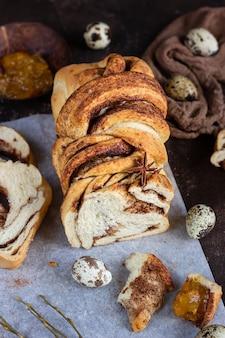 Pão polonês de brioche de canela