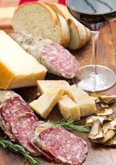 Pão queijo parmesão e salame