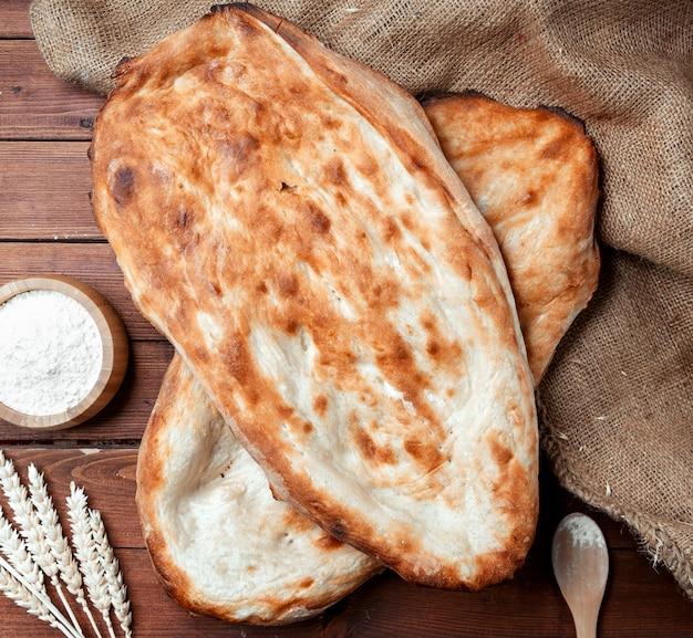 Pão quente em cima da mesa