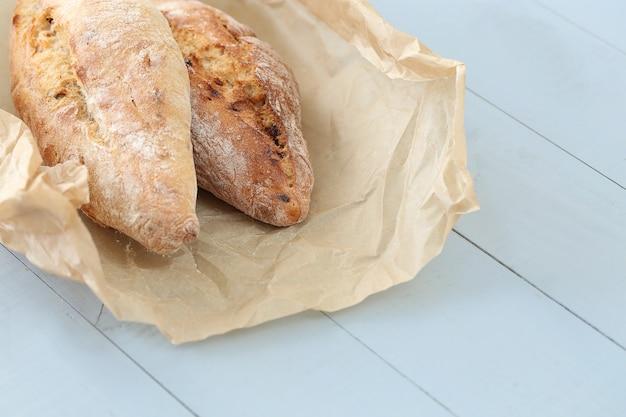 Pão rústico na mesa