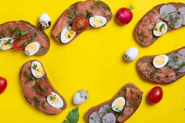 Pão seis crocante com salmão imprensado