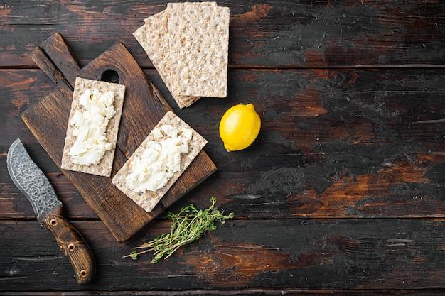 Pão torrado com cream cheese