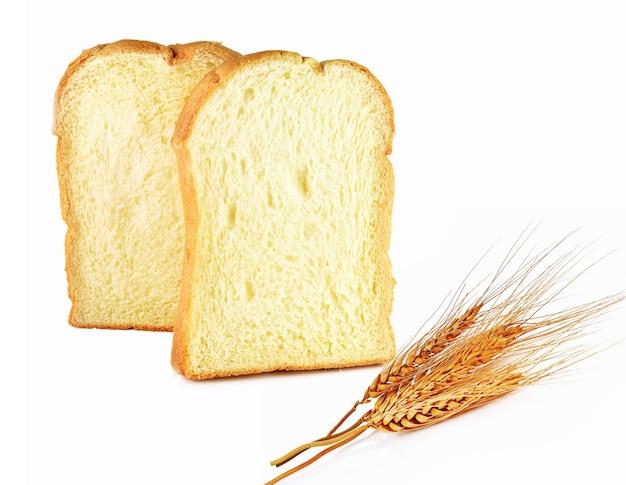 Pão, trigo isolado no fundo branco