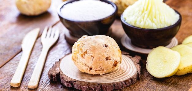 Pão vegano brasileiro, feito de batata, amido e fermento químico