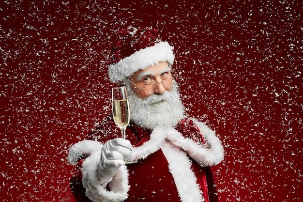 Papai noel brindando no natal