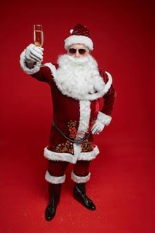Papai noel comemorando as férias de natal