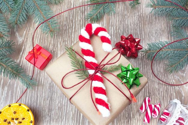Papai noel de bengala de doces tricotados enfeites de natal de amigurumi