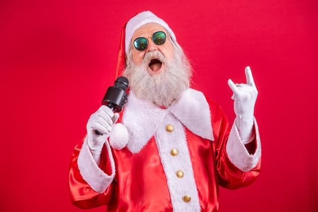Papai noel louco cantando rock in roll
