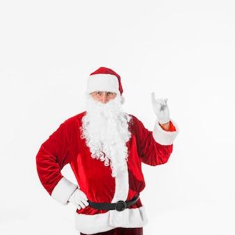 Papai Noel no chapéu mostrando a mão com o dedo apontando