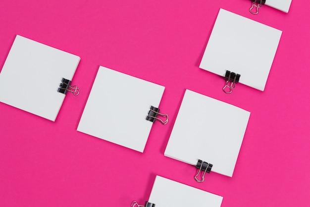 Papéis de cartões de escritório. vista superior, lay plana, copie o espaço