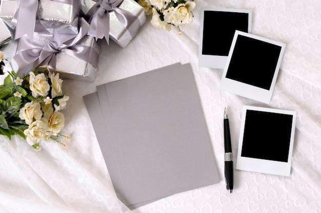Papéis de casamento branco com fotos
