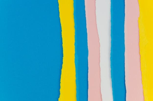 Papéis ralados rosa e azuis