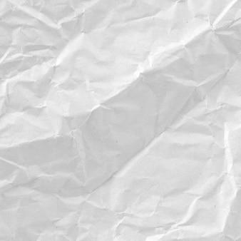 Papel branco amassado