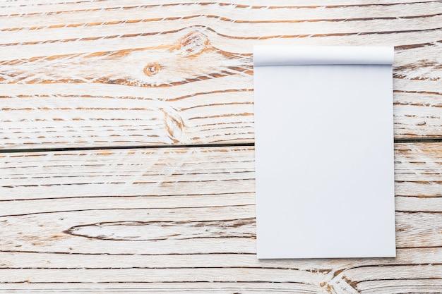 Papel branco em branco