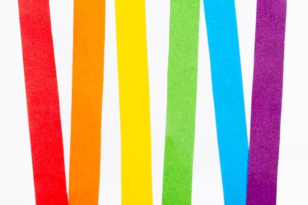 Papel colorido arco-íris de vista superior