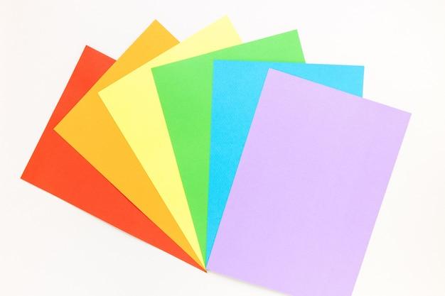 Papel colorido de vista superior