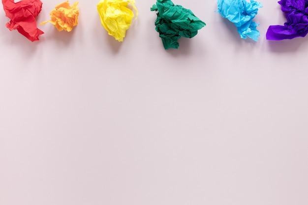 Papel colorido polido com cópia-espaço