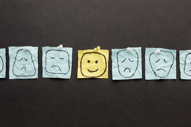 Papel com desenho emoji