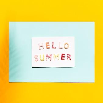 Papel com inscrição no olá verão