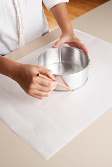 Papel de desenho de mão para bandeja de bolo