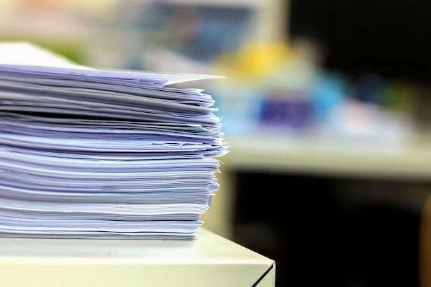 Papel de documento closeup na mesa no escritório