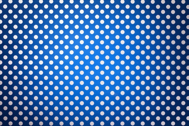 Papel de embrulho azul marinho com um padrão de bolinhas brancas