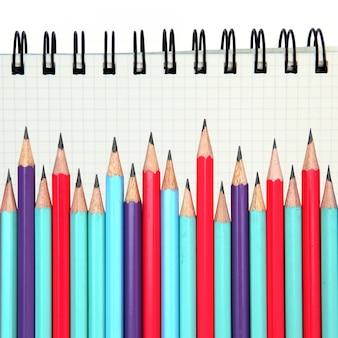 Papel de encadernação com anel gráfico com lápis