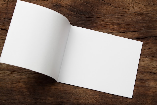 Papel de mock-up de retrato em branco