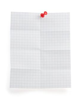 Papel de nota dobrado isolado no fundo branco