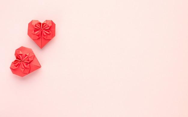 Papel de origami de corações vermelhos